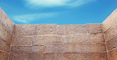 הפרעת תקשורת בין חומות של שתיקה